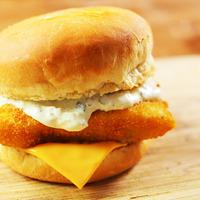 OMG: így készül a mekis halas burger