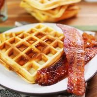 3 gyors és finom reggeli II. rész: gofri, sajtos melegszendvics és spéci bundáskenyér