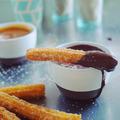A spanyolok kedvenc édessége: churros csokiöntettel