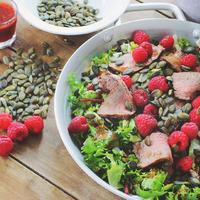 Marhahúsos saláta málna vinaigrette-tel