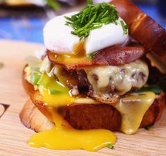 OMG: kalácsburger hollandi mártással és húsvéti sonkával :O