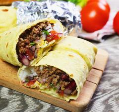 Burrito házilag, pico de gallo salsaval
