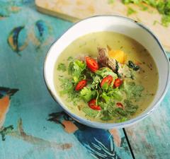 Thai zöld curry leves házi fűszerpasztával
