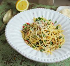 Tonhalas spagetti chilivel