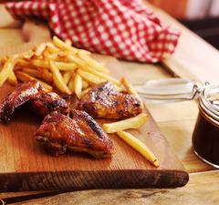 Végre! A legfinomabb csirkeszárnyak és a híres Zé-féle kólás BBQ szósz!!!