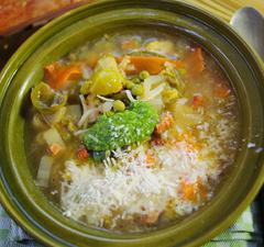 Zöld minestrone pestóval