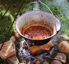 Így készíts tökéletes pörköltet bográcsban