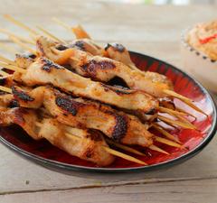 Tökéletes party-kaják: ázsiai csirkenyárs és egykezes pite