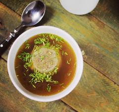 12 órán át főzött májgombóc-leves