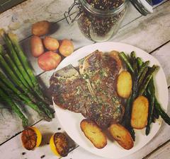 A 12. adás receptjei: tökéletes T-bone steak és tökéletes sült csirke
