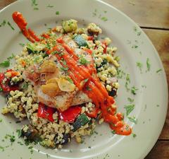Tarhonya, hirtelen sült karaj, paprikás mártás = az új kedvenc ebéded!
