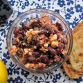 Gyümölcsös paprikaíz akár tavasszal is: fetás babsaláta harisszával, gránátalmasziruppal