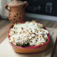 Brokkolival, karfiollal és répával sült csirke joghurttal és füstölt sajttal