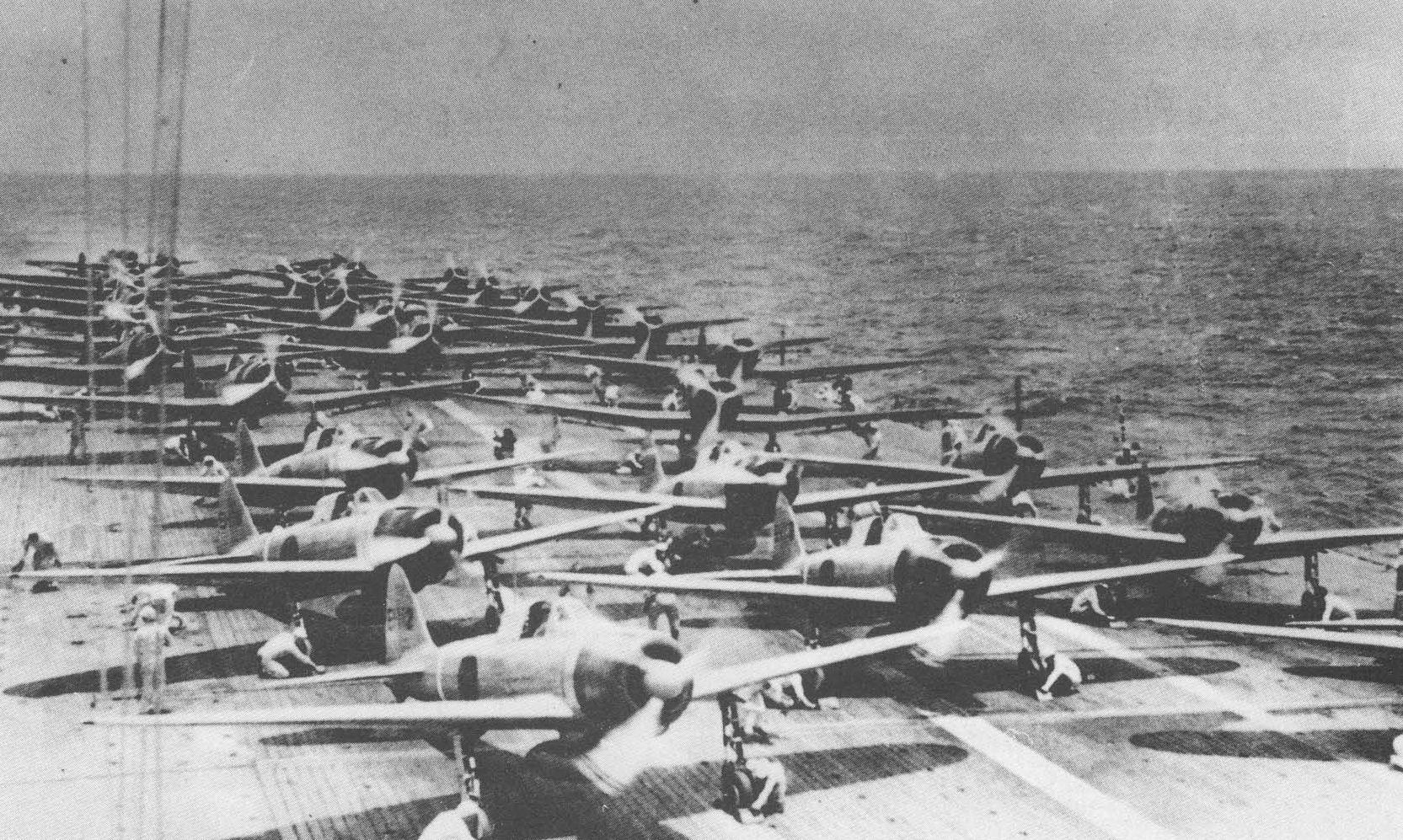 Zero-k pörgetik fel motorjaikat, hogy megkezdjék útjukat Pearl Harbor irányába.