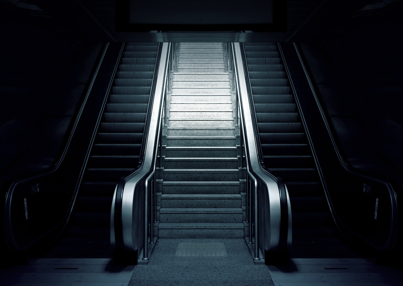 escalator-769790_1280.jpg