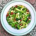 Kolbászos-brokkolis tarhonyasaláta