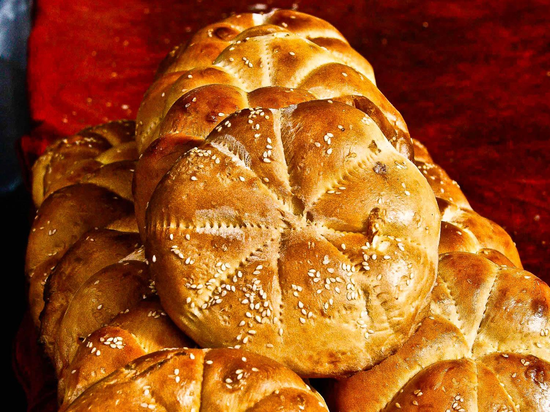 Ujgur kenyér. Ízre finom, a méretek viszont megtévesztőek. Mivel feltehetően nincs benne élesztő, nagyon tömör. Akár zsömleméretű darabok is hajlamosak megfeküdni az emberi gyomrot. A mértékkel így óvatosan, kevés is bőven elég.