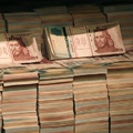 A kormány úgy szórja a pénzt, mintha arra számítana, hogy jövőre ezt már nem teheti meg