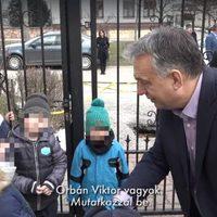 Orbán Viktor cukikampánnyal küzd a bevándorlók ellen