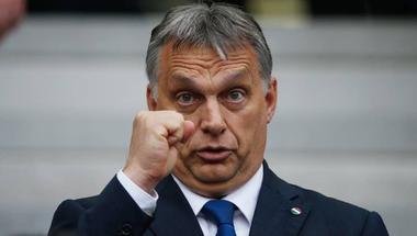 Orbán Viktor rúgott egyet Nyugat felé, de a markát még mindig feléjük tartja