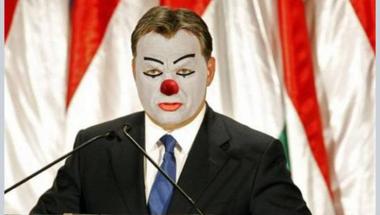 Orbán Viktor megbotlott pávatánc közben, és ha nem vigyáz, még hasra is eshet