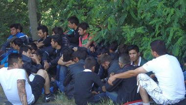 Szír meneültek a Röszkei Töltött Káposzta-főző versenyen
