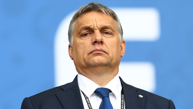 A neved legyen mostantól: Orbán Viktátor!