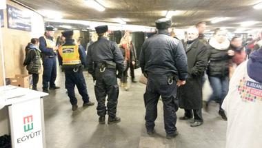 Népszavazást az olimpiáról? Csak a rendőri sorfalon keresztül!