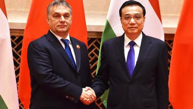 Orbán Viktor most a kínai sárkányt próbálja meglovagolni