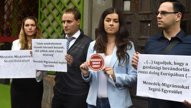 Azért bélyegzi meg ellenfeleit a Fidesz, hogy elkerülje a rasszizmus és korrupció stigmáit