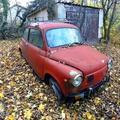 Roncsok - Zastava egy elhagyatott ház udvarán