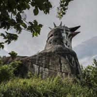 Elhagyatott csirketemplom Indonéziában