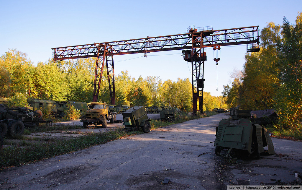 abandoned-base-soviet-military-equipment-10.jpg