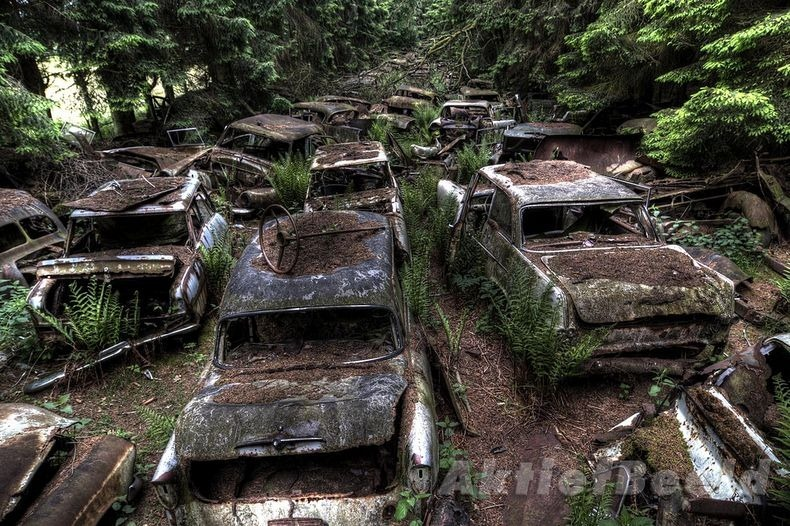 chatillon-car-graveyard-10_255b2_255d.jpg