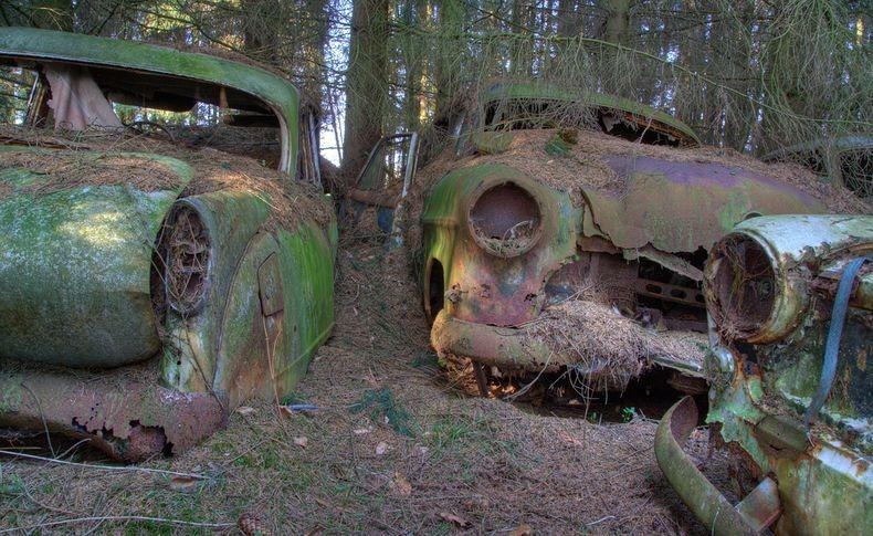chatillon-car-graveyard-11_255b2_255d.jpg
