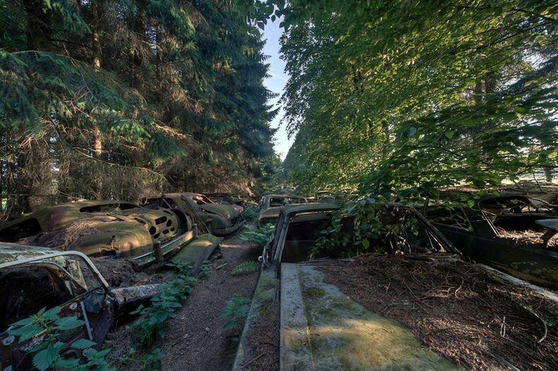 chatillon-car-graveyard-7_255b2_255d.jpg
