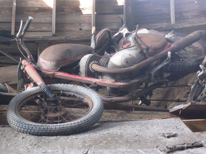 motorcyclegraveyard8.jpg