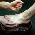 Maffiózók lábát mossa meg Ferenc pápa