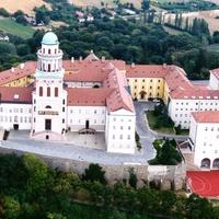 Az állam megvenné a Pannonhalmi Főapátságot és a Mátyás-templomot?