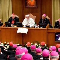 Bajban van a katolikus egyház?
