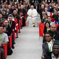 Szex, tetoválás, meztelen igazság – ezekről beszélgetett a pápa fiatal felnőttekkel