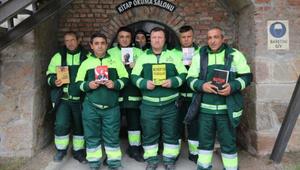 Szemétből mentett könyvekből nyitottak könyvtárat a török kukások