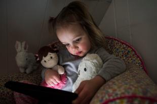Nagy-Britannia megóvná gyermekeit a pornótól