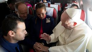 Elmaradt az esküvőjük, Ferenc pápa a repülőn adta össze őket