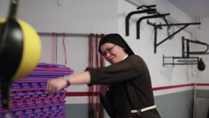 Boxoló szerzetesnővérek a szorítóban