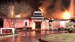 Mit keres egy csapat muszlim a zsinagógában?