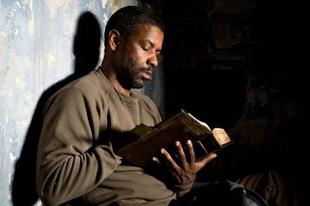 A hitük felvállalására biztatja a fiatalokat Denzel Washington