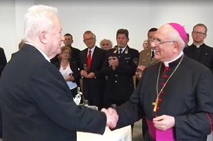 Laci püspök folytatja Beton püspök szolgálatát
