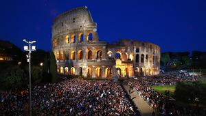 Internet és migráció is szóba kerül Ferenc pápa nagypénteki keresztútján