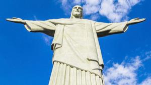 Magyar ruhát visel Krisztus Brazíliában